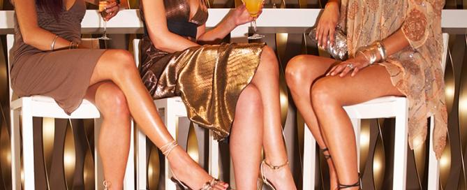 Beine Übereinanderschlagen fördert Krampfadern